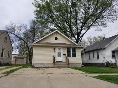 2042 E Maple St, Des Moines, IA 50320 - #: P1121SH